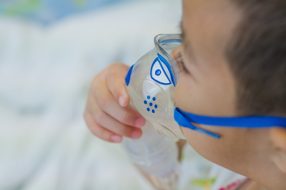 In children with a family history of asthma, the association between breastfeeding and asthma exacerbations was strong and statistically significant.