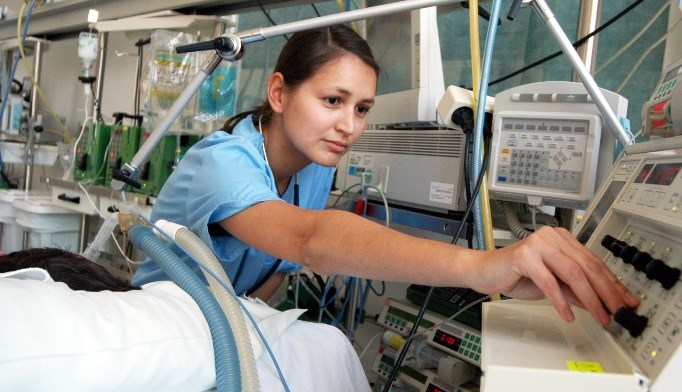 Mechanical ventilation in patients with IPF is associated with higher mortality, increased costs, and longer hospital stays.