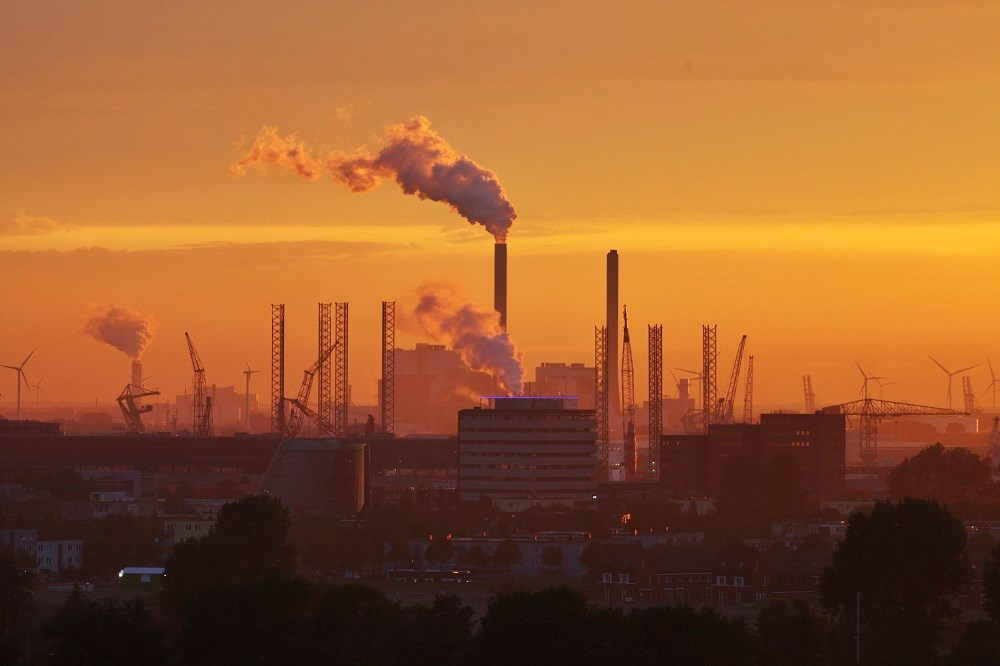 Chronic exposure to certain air pollutants was associated with increased risk for pregnancy loss in couples residing in geographic areas with low to moderate background levels of air pollution.