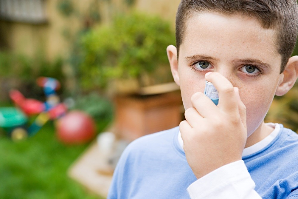 Low walkability in a given year of a child's life was associated with greater odds of ongoing asthma in the same year.